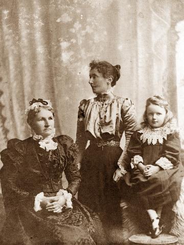 Annie Eliza Cowper, Annie Cowie, Della Cowie